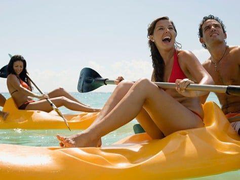 Disfrutando del mar en Barcelona Canoa y Kayac