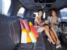 Compras con un personal shopper, en limusina, con amigas, una fiesta original.