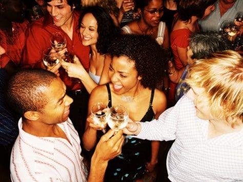 Fiesta de cumpleaños con cena, espectáculo y discoteca en Barcelona