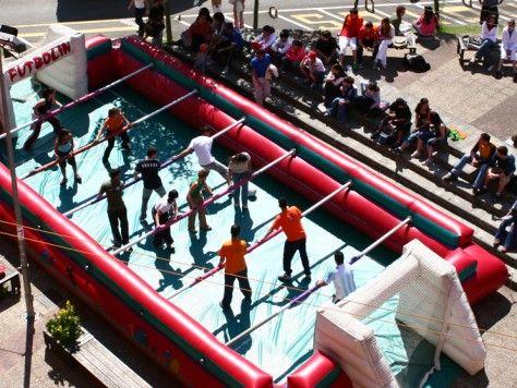futboln humano una manera divertida de celebrar una fiesta con amigos y familiares