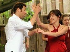 Fiesta latina con clase de baile de salsa en grupo