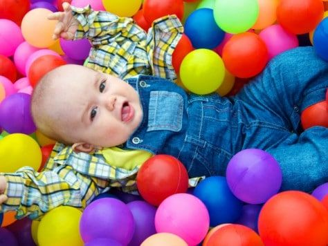 Fiesta familiar en el parque de bolas - Recupera la ilusión de la infancia con una fiesta original para adultos en un chiquipark