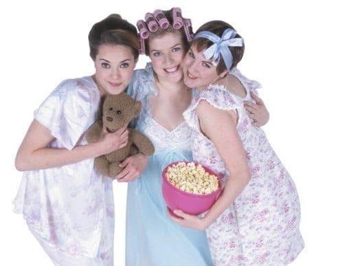 Fiesta de pijamas o fiesta de la belleza con maquillaje en Barcelona
