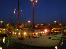 Cena exclusiva en yate de la familia real británica con vistas al puerto de Barcelona