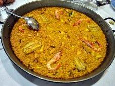 Taller de paella para tu fiesta en Barcelona. El chef y yo: show-cooking