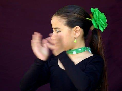 Clase de palmas y compás flamenco para una fiesta con ritmo