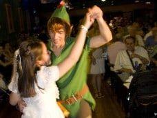 Peter Pan en mi fiesta infantil en Barcelona baila
