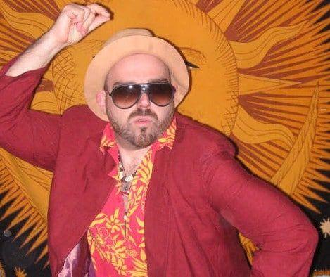 Show cómico Walter Marchoso bailando