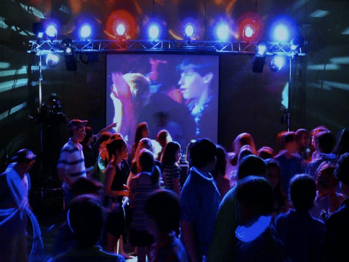 Disco party con v deo proyecci n de homenaje ideas para fiestas de cumplea os infantiles o - Ideas para discotecas ...