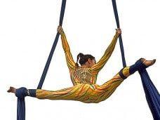 Yo equilibrista de circo en mi fiesta en Barcelona. Técnicas aéreas con telas