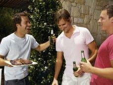 Amigos de fiesta al aire libre