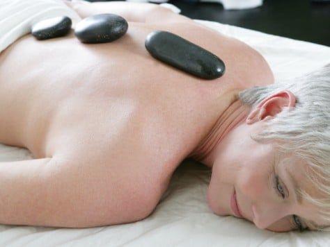 Masaje en el spa a mujer