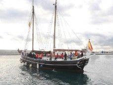 Velero Ciutat de Badalona navegando