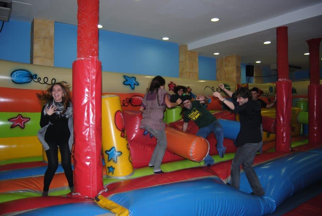 Parque de bolas con cena ideas para fiestas de - Fiestas de cumpleanos para adultos ...