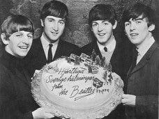 Beatles de jovenes felicitando cumpleñaos