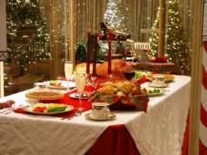 imagen de mesa preparada para la cena navideña